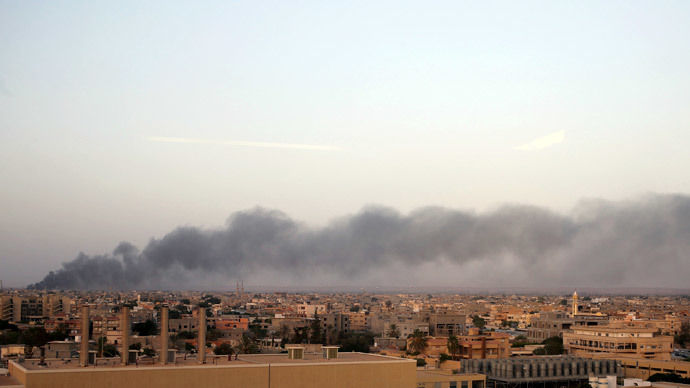 Plumes of black smoke is seen after clashes between the Benghazi Revolutionaries Shura Council and fighters of renegade general Khalifa Haftar, as they attempt to seize control of the airport from the council in Benghazi August 23, 2014.(Reuters / Esam Omran Al-Fetori)