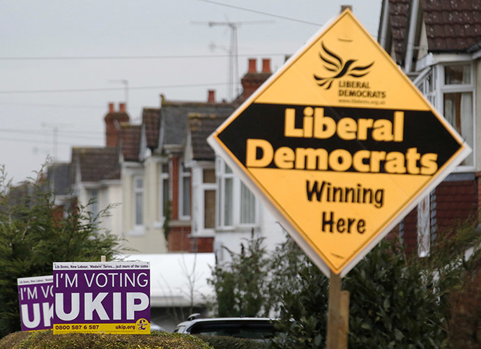 Political placards are displayed outside houses in Eastleigh, southern England (Reuters / Luke MacGregor)