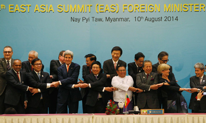 Foreign dignitaries hold hands as they pose for a photo before the 4th East Asia Summit (EAS) Foreign Ministers' meeting at the Myanmar International Convention Centre (MICC) in Naypyitaw, August 10, 2014.(Reuters / Soe Zeya Tun)