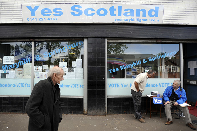 A pedestrian walks past the Yes Scotland campaign office in Maryhill, Glasgow on august 19, 2014 ahead of the upcoming referendum on independence which will be held on September 18, 2014. (AFP Photo)