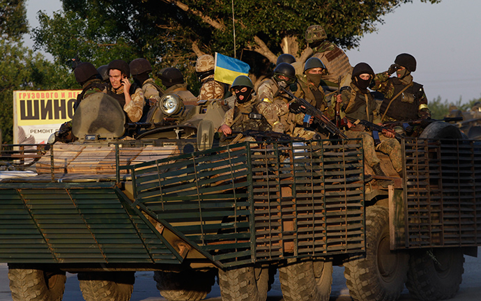 Ukrainian servicemen ride on an armoured vehicle in the southern coastal town of Mariupol September 5, 2014 (Reuters / Vasily Fedosenko)