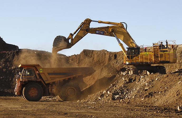 A 100-tonne tipper truck is loaded at Atlas Iron's Wodgina mine (Reuters / Tim Wimborne)