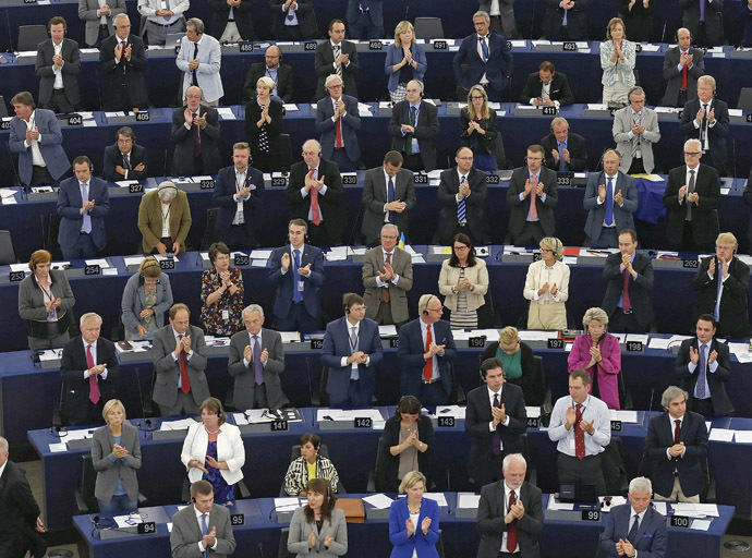 Members of the European Parliament stand to applaud during a voting session on the EU-Ukraine Association agreement at the European Parliament in Strasbourg, September 16, 2014. (Reuters/Vincent Kessler)