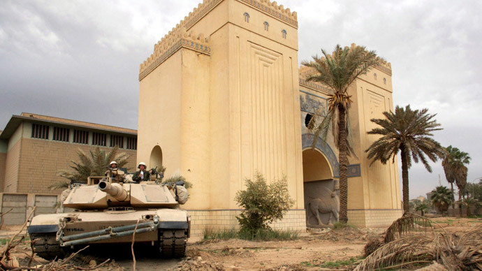 U.S. tank takes up position in the Iraqi museum in Baghdad, April 16, 2003.(Reuters / STR)