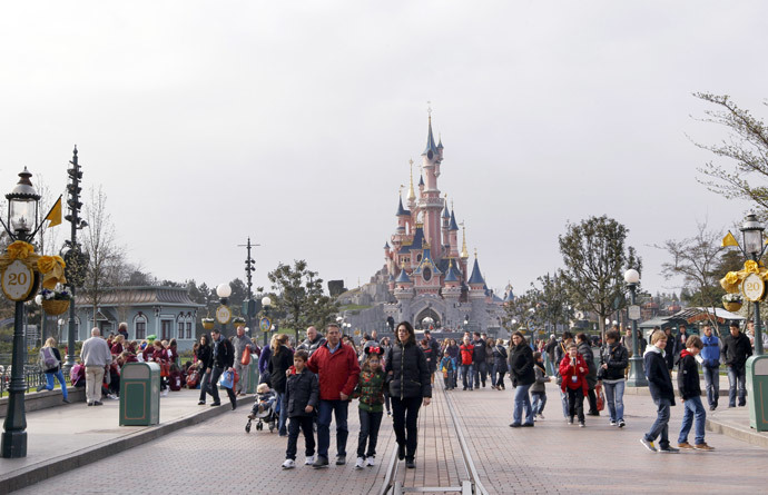 People visiting the Disneyland park in Chessy, near Marne-La-Vallee, outside Paris. (AFP Photo / Thomas Samson)