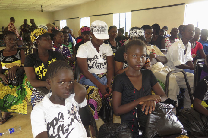 Survivors of the Ebola outbreak attend a discharging ceremony at a health clinic in Freetown October 6, 2014. (Reuters/Umaru Fofana)