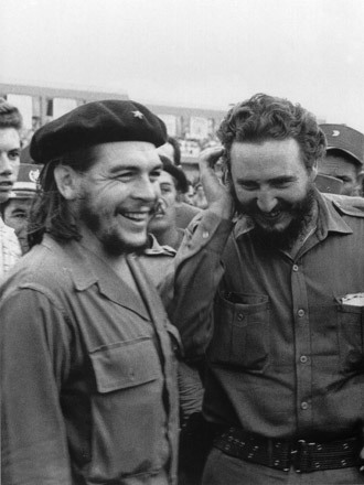 Photo taken in the 60's of then Cuban Prime Minister Fidel Castro (R) during a meeting next to Argentine guerrilla leader Ernesto Che Guevara. (AFP Photo / Cuba's Council of State Archive)