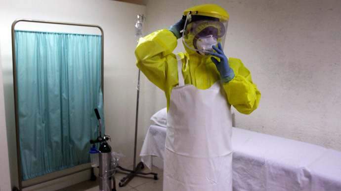 A health worker uses a protective suit during a presentation for the media at the international airport in Guatemala City October 13, 2014.(Reuters / Josue Decavele)