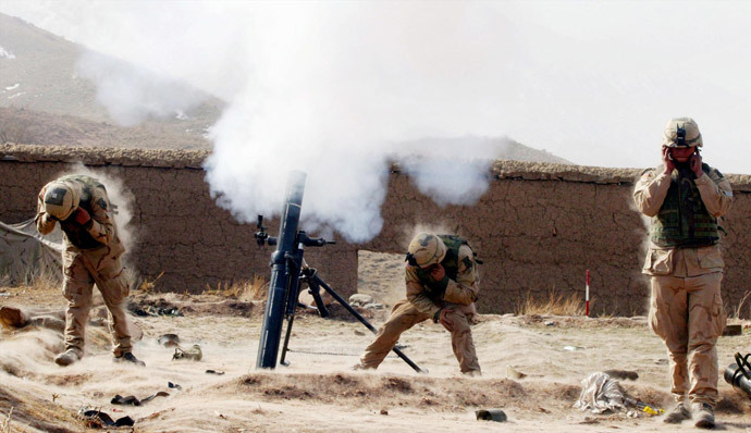 US Army 10th Mountain soldiers shoot at an enemy position with their 120mm mortar 09 March 2002 near the villages of Sherkhankheyl, Marzak and Bobelkiel, Afghanistan. (AFP Photo / Pool / Joe Raedle)