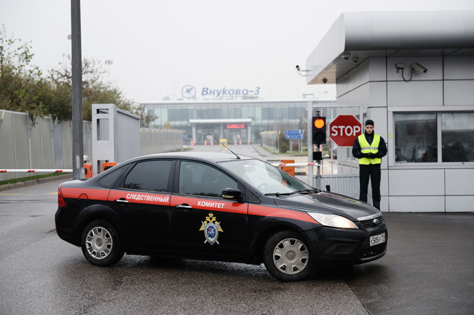 A car of the Investigative Committee of the Russian Federation at Moscow's Vnukovo airport near site where a single-engined Falcon aircraft has crashed, killing four people, including President of the French energy company Total Christophe de Margerie. (RIA Novosti / Maksim Blinov)