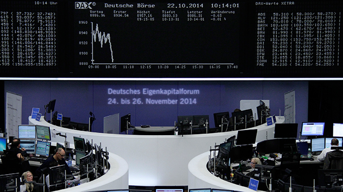 Traders are pictured at their desks in front of the DAX board at the Frankfurt stock exchange October 22, 2014 (Reuters / Stringer)