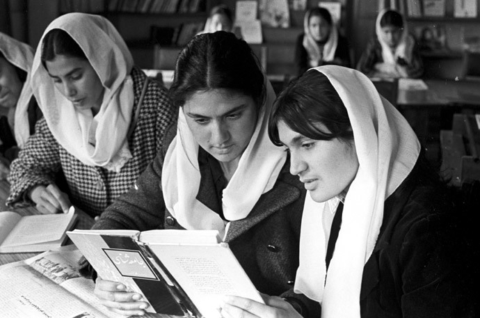 Afghan girls reading in a library, Kabul, Afghanistan, 1979 (RIA Novosti / Sobolev)