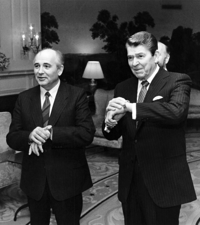 This 09 December 1987 official White House file photo shows then US president Ronald Reagan (R) checking the time with Soviet leader Mikhail Gorbachev in the Diplomatic Reception Room of the White House in Washington, DC. (AFP Photo/The White House)