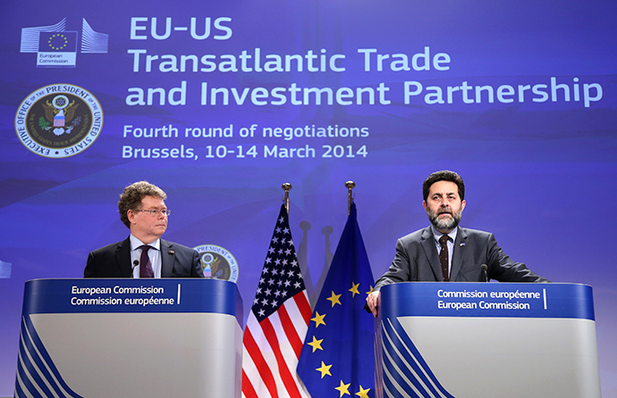 European Union chief negotiator Ignacio Garcia Bercero and U.S. chief negotiator Dan Mullaney (L) address a joint news conference after the fourth round of EU-US trade negotiations for the Transatlantic Trade and Investment Partnership (TTIP) in Brussels March 14, 2014 (Reuters / Francois Lenoir)