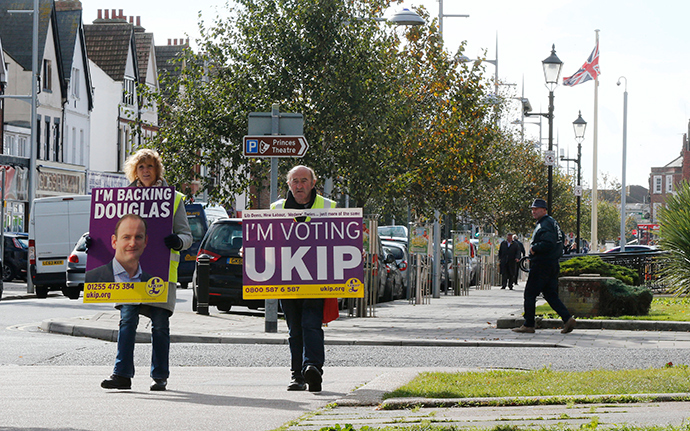 United Kingdom Independence Party (UKIP) campaigners carry placards through Clacton-on-Sea in eastern England (Reuters / Suzanne Plunkett)