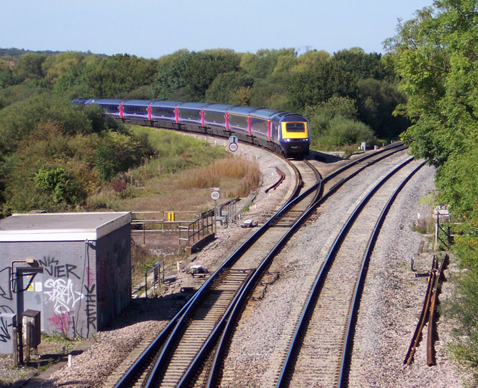 An HST leaving the Cotswold Line at Wolvercot Junction, about 3 miles (5 km) north of Oxford. (Photo from Wikipedia.org)