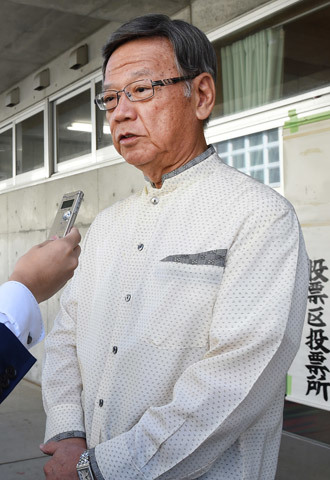 Takeshi Onaga, former mayor of Okinawa's capital city Naha, answers questions after casting his ballot for the Okinawa gubernatorial election at a polling station in Naha, Okinawa prefecture, on November 16, 2014.(AFP Photo / Toru Yamanaka)