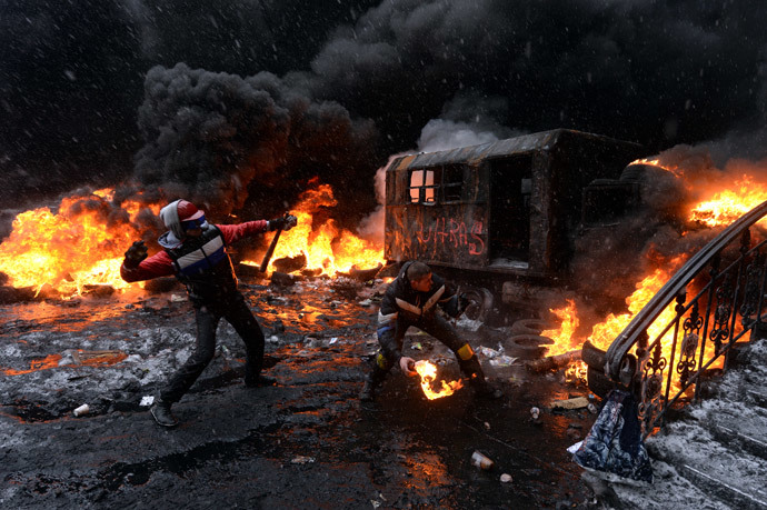 A file picture taken on January 22, 2014 shows a protestor throwing a Molotov cocktail at riot police in the center of Kiev on January 22, 2014. (AFP Photo / Vasily Maximov)