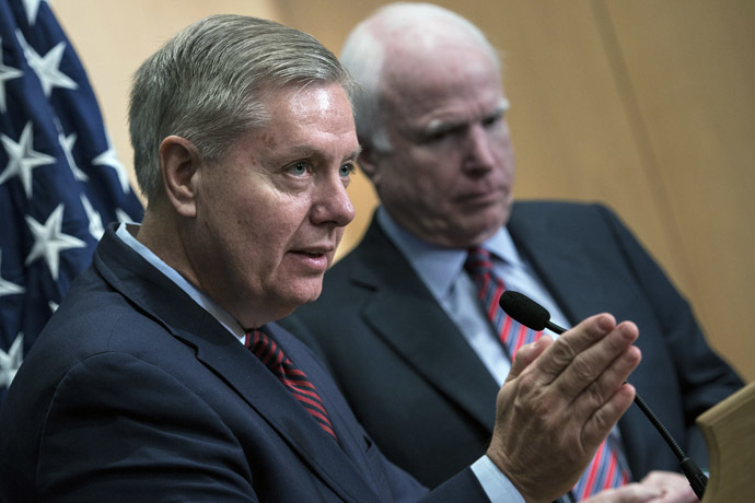Senator Lindsey Graham (L) speaks near Senator John McCain (AFP Photo/Brendan Smialowski)