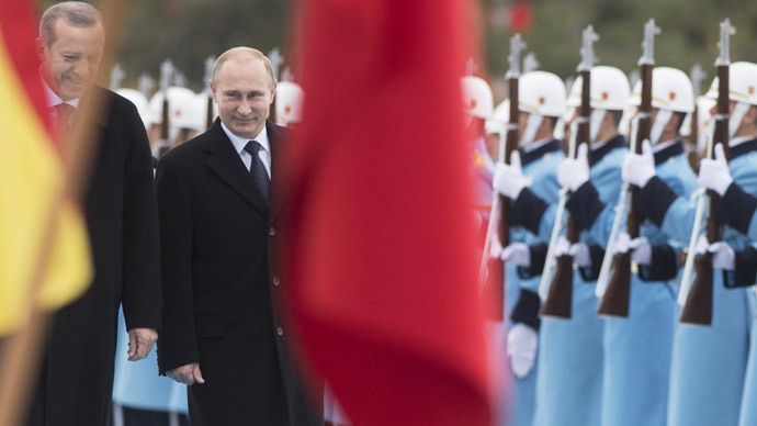 Putin in Turkey: Russian Bear basking in Turkey's Crescent