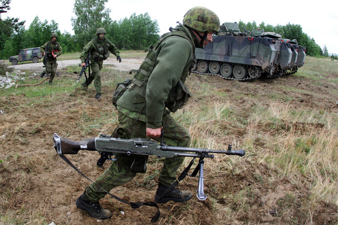 Lithuanian soldiers take part in a field training exercise during the first phase Saber Strike 2014, at the Rukla military base, Lithuania, on June 14, 2014. (AFP Photo / Petras Malukas)