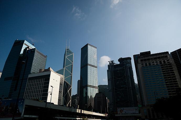 Prédios altos são vistos no distrito financeiro de Hong Kong (AFP Photo / Philippe Lopez)