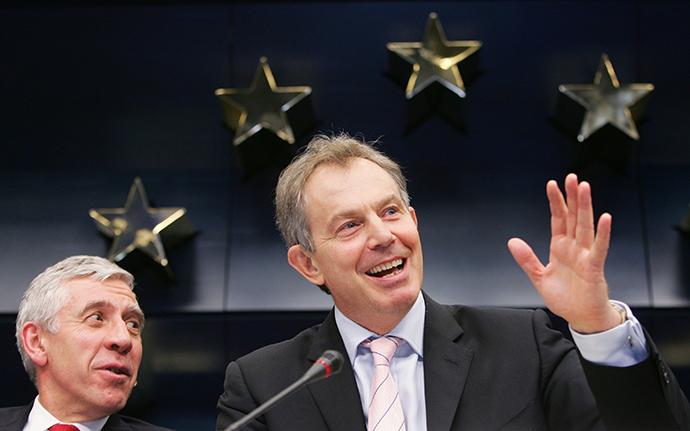 British Prime Minister Tony Blair (R) waves next to British Foreign Secretary Jack Straw (Reuters / Francois Lenoir)