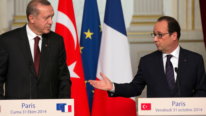 French President Francois Hollande (R) and Turkey's President Tayyip Erdogan.(Reuters / Philippe Wojazer)