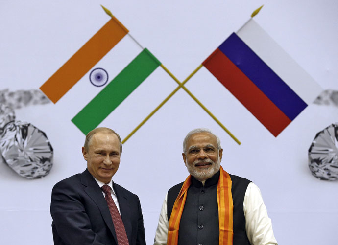 Russian President Vladimir Putin (L) and India's Prime Minister Narendra Modi smile during the inauguration of World Diamond Conference in New Delhi December 11, 2014. (Reuters/Ahmad Masood)
