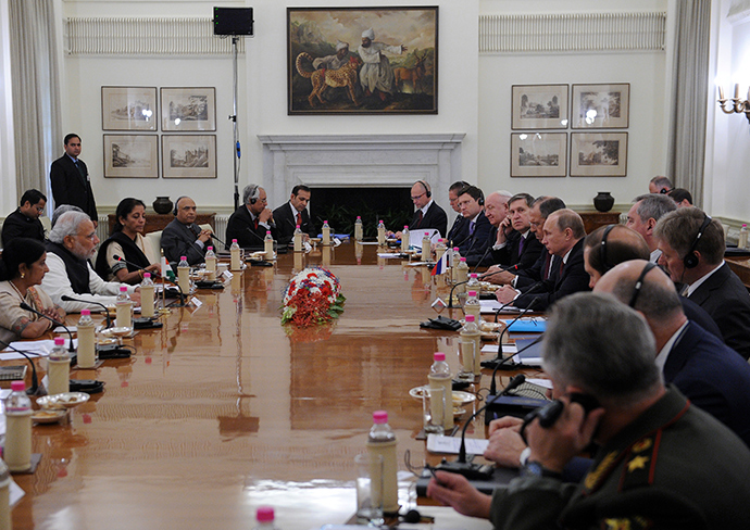 India's Prime Minister Narendra Modi (2nd L) speaks to Russia's President Vladimir Putin (6th R) during their meeting at Hyderabad House in New Delhi December 11, 2014 (Reuters / Mikhail Klimentyev)