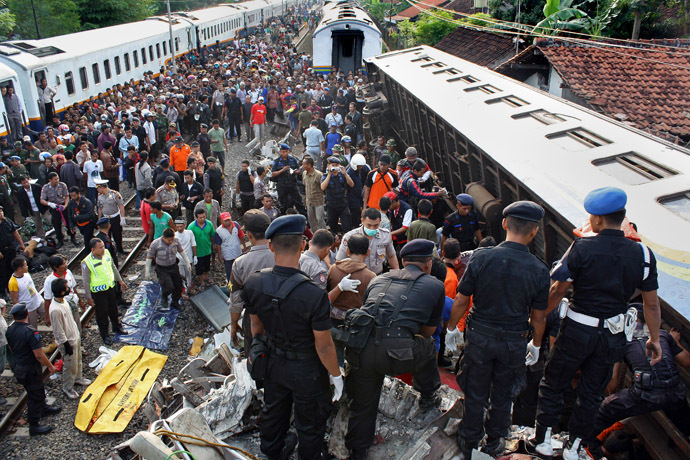 This picture shows a general view of the train accident in Pemalang on October 2, 2010 where at least 36 people were killed earlier in the day when the passenger train slammed into the back of another train. (AFP Photo)