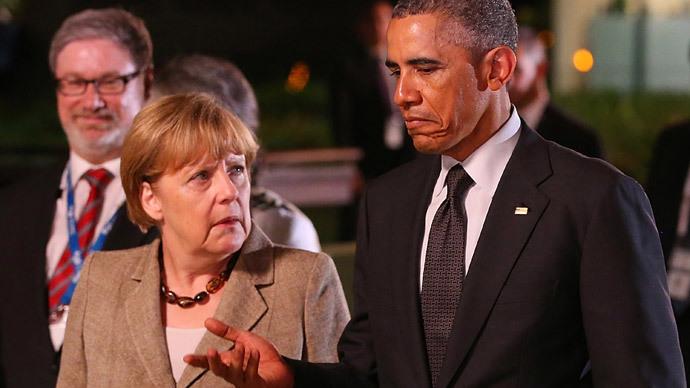 US President Barack Obama (R) chats to Germany's Chancellor Angela Merkel (C).(AFP Photo / Chris Hyde)