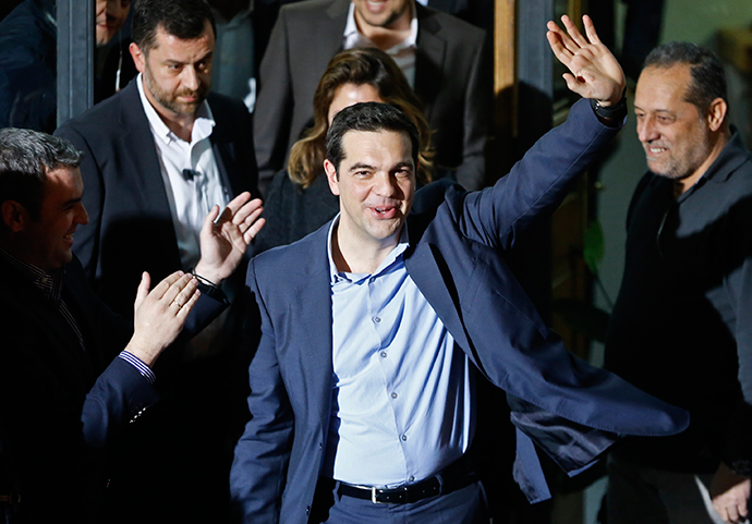 Head of radical leftist Syriza party Alexis Tsipras waves while leaving the party headquarters after winning the elections in Athens, January 25, 2015 (Reuters / Alkis Konstantinidis)