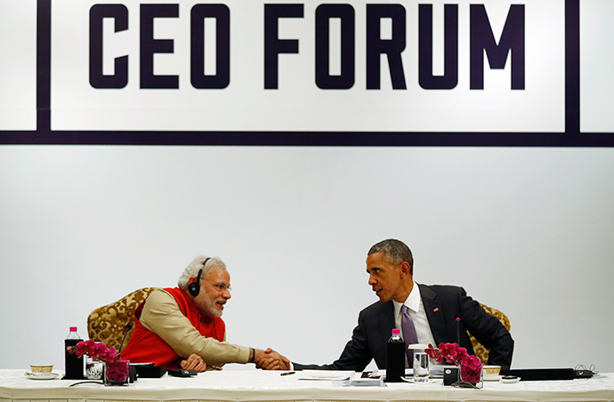 U.S. President Barack Obama shakes hands with India's Prime Minister Narendra Modi (L) at the conclusion of a CEO Roundtable and Forum at the India U.S. Business Summit in New Delhi January 26, 2015 (Reuters / Jim Bourg)