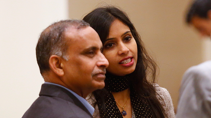 Indian diplomat Devyani Khobragade (L) and her father Uttam Khobragade talk to unidentified guests at the Maharashtra Sadan state guesthouse after their meeting with India's Foreign Minister Salman Khurshid in New Delhi January 11, 2014 (Reuters / Anindito Mukherjee)