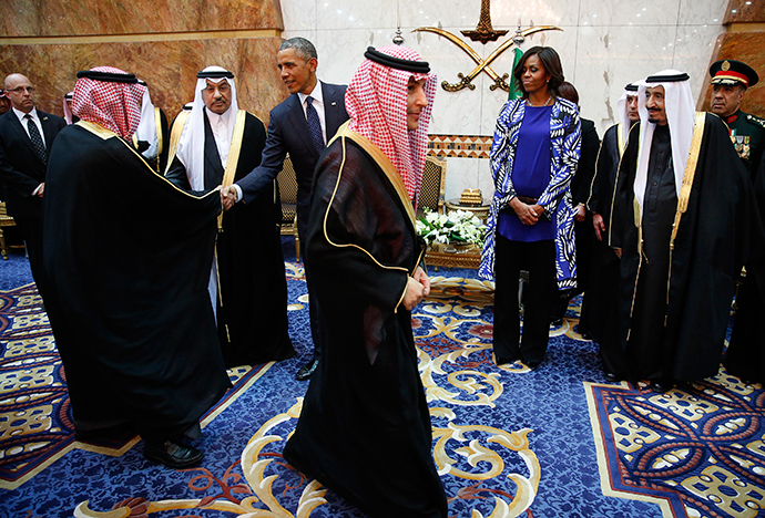 U.S. President Barack Obama receives members of the Saudi Royal family, government officials and guests as first lady Michelle Obama and Saudi Arabia's King Salman (R) look on at Erga Palace in Riyadh, January 27, 2015 (Reuters / Jim Bourg)