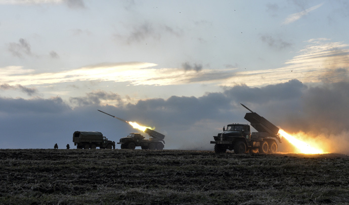 Ukrainian troops launch Grad rockets outside Debaltsevo, eastern Ukraine, February 8, 2015 (Reuters / Alexei Chernyshev)