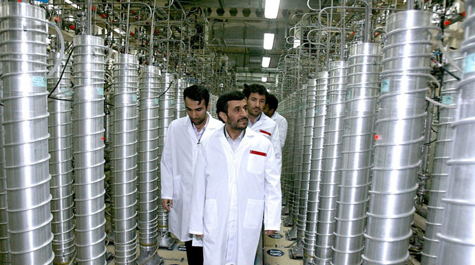 Iranian President Mahmoud Ahmadinejad visits the Natanz nuclear enrichment facility, 350 km (217 miles) south of Tehran, April 8, 2008. (Reuters/Presidential official website)