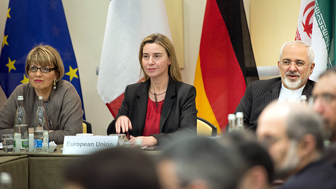 European Union Political Director Helga Schmid (L), European Union High Representative Federica Mogherini (C) and Iranian Foreign Minister Javad Zarif wait with others for a meeting with officials from P5+1, the European Union and Iran at the Beau Rivage Palace Hotel in Lausanne March 31, 2015 (Reuters / Brendan Smialowski)
