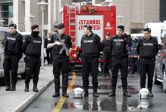 Turkish riot police stand guard in front of the Justice Palace in Istanbul March 31, 2015. (Reuters/Osman Orsal)