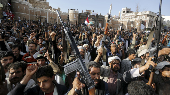 Followers of the Houthi group demonstrate against the Saudi-led air strikes on Yemen, in Sanaa April 1, 2015. (Reuters/Khaled Abdullah)