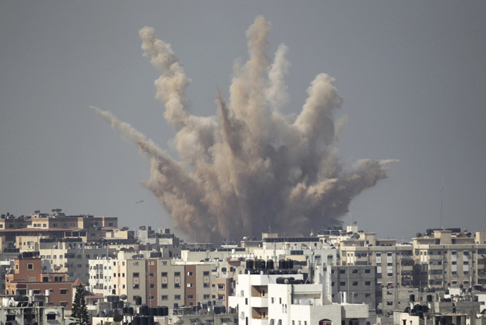 Smoke and sand are seen following what witnesses said was an Israeli air strike in Gaza August 25, 2014. (Reuters/Ahmed Zakot)