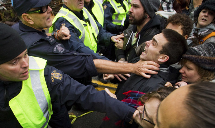 Protesters clash with Royal Canadian Mounted Police (RCMP) officers during a demonstration against the proposed Kinder Morgan pipeline on Burnaby Mountain in Burnaby, British Columbia November 20, 2014. (Reuters/Ben Nelms)