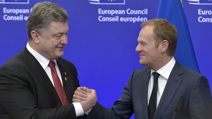 Ukrainian President Petro Poroshenko (L) shakes hands with European Council President Donald Tusk (R) (Reuters/Eric Vidal)
