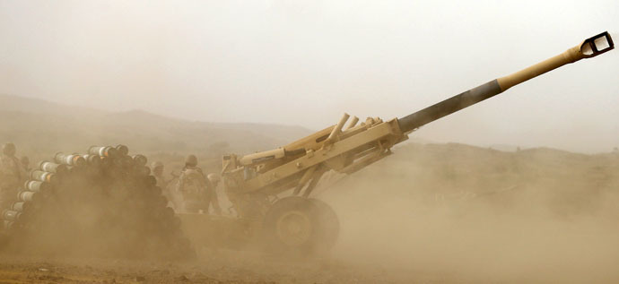 A Saudi artillery unit fires shells towards Houthi positions from the Saudi border with Yemen April 13, 2015. (Reuters/Faisal Al Nasser)