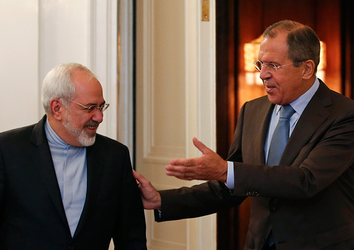 Russian Foreign Minister Sergei Lavrov (R) shows the way to his Iranian counterpart Javad Zarif during a meeting in Moscow (Reuters / Maxim Zmeyev)