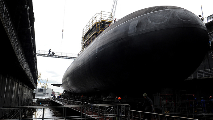 Workers attend a ceremony of launching the Rostov-on-Don Russian diesel-electric torpedo submarine at the Admiralteiskiye verfy shipyard in St. Petersburg (AFP Photo / Olga Maltseva)
