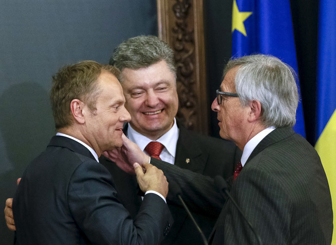 European Council President Donald Tusk (L), European Commission President Jean Claude Juncker (R) and Ukrainian President Petro Poroshenko react during a news conference after their meeting in Kiev April 27, 2015. (Reuters / Gleb Garanich)