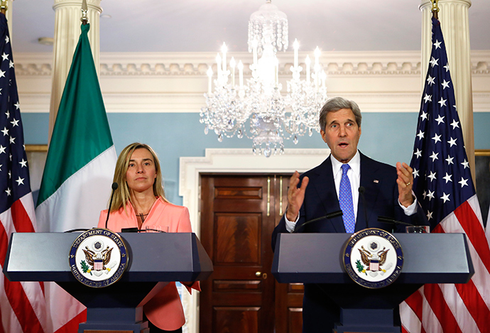 U.S. Secretary of State John Kerry (R) and European Union High Representative Federica Mogherini (Reuters / Yuri Gripas)