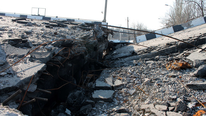 Putilovsky bridge destroyed in Donetsk. (RIA Novosti/Igor Maslov)